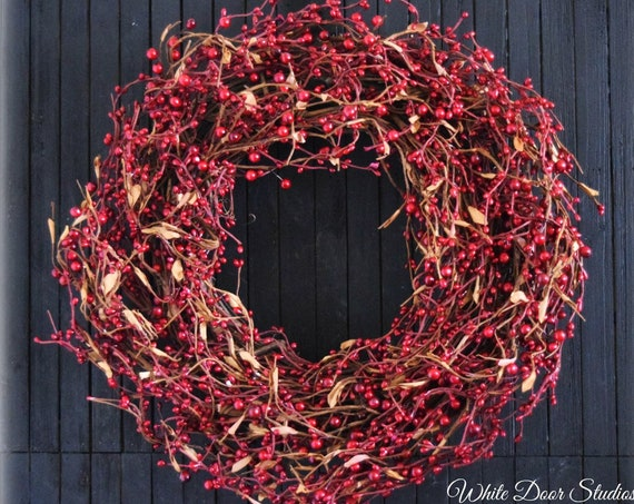 Rustic Red Holiday Pip Berry Wreath