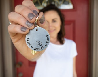 """Custom """"Home Sweet Home"""" stamped keychain with move-in date - metal keychain - round keychain - housewarming - closing gift"""