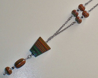 Ladies Vintage 1980's Striped Agate Look Resin Silver Tone Necklace and Pendant