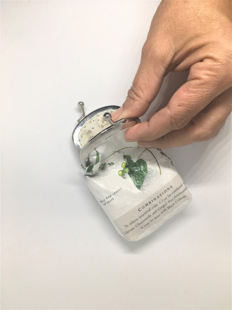 Sustainable Coins Purse Made Of Reused Paper From Medicinal image 0