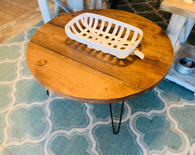 Rustic Farmhouse Round Coffee Table with Industrial Style Hairpin Metal Legs, English Chestnut Wooden Top, Living Room Furniture