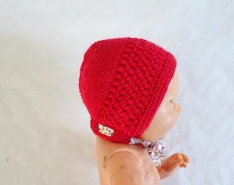 02f8dafa10a8 Béguin, bonnet bébé, modèle rétro à motif dentelle, couleur rouge avec un  ruban en liberty, cadeau de naissance, cadeau bébé, baby shower