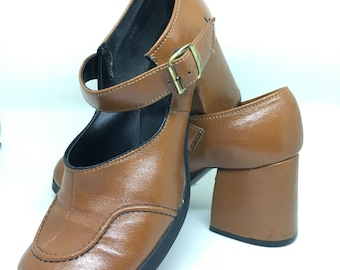d6b50bd235f Vtg Women s 6 Mary Janes Leather Heels