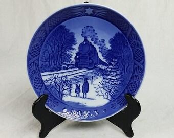 1973 Royal Copenhagen Christmas Porcelain Collector Plate, 1973 Going Home For Christmas