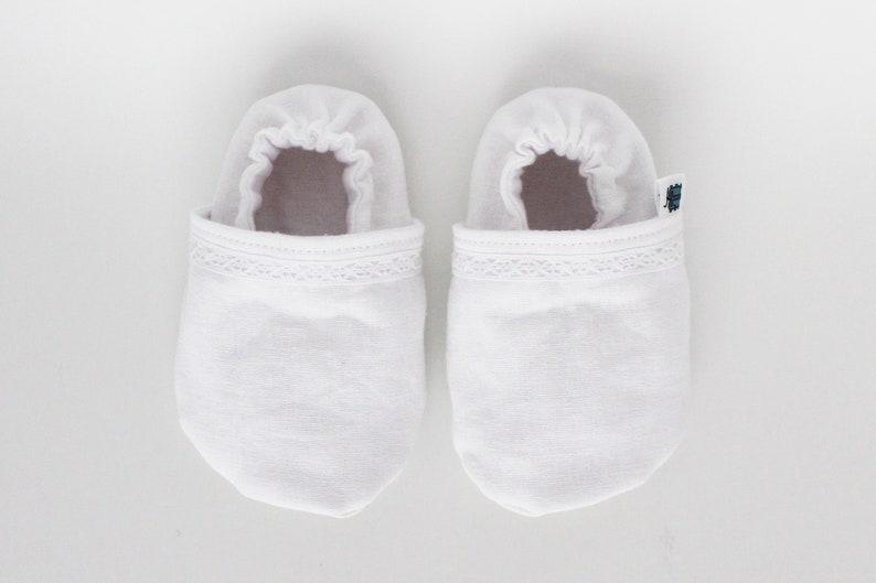 Peach Smash cake Soft soles Floral moccs Wedding Shower gift Custom shoes Baptism Toddler Blush pink Linen Children lace slippers