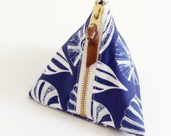 Triangle zipper pouch, Seashells