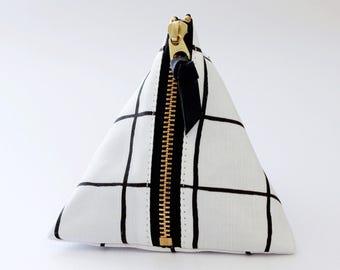 Triangle zipper pouch, Grid