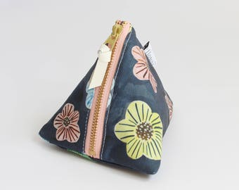 Triangle zipper pouch, Floral Dots