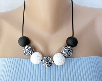 Black and white beaded necklace women fashion jewelry nice Gift girl Simple urban jewelry black necklace white jewelry accessory chunky bead