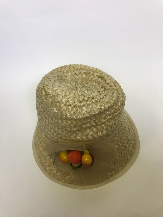 Vintage 1960s natural straw and fruits detail sum… - image 5
