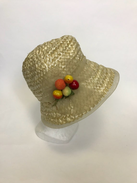 Vintage 1960s natural straw and fruits detail sum… - image 2