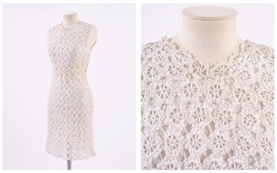Vintage 1950s 1960s white raffia crochet bombshell