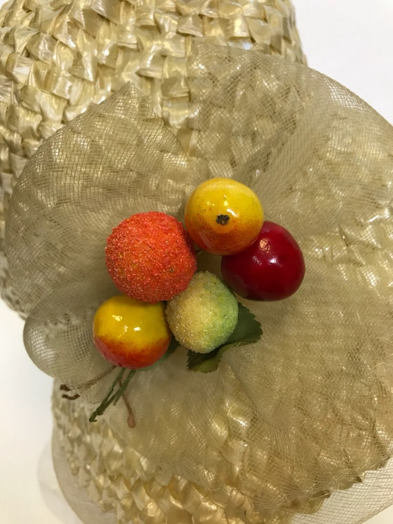 Vintage 1960s natural straw and fruits detail sum… - image 4