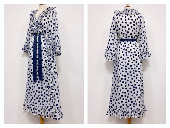 Vintage 1970s Polka Dot Shirtdress  Size 13  wearable polyester button down skater dress  navy blue dots and rope belt