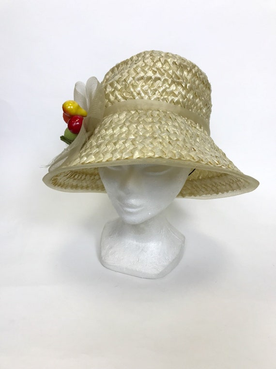 Vintage 1960s natural straw and fruits detail sum… - image 1