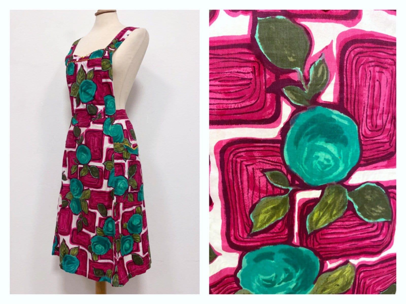 Vintage Aprons, Retro Aprons, Old Fashioned Aprons & Patterns Vintage 1950S 1960S Abstract Graphic Floral Print Cotton ApronPinafore Dress - Size M $75.20 AT vintagedancer.com