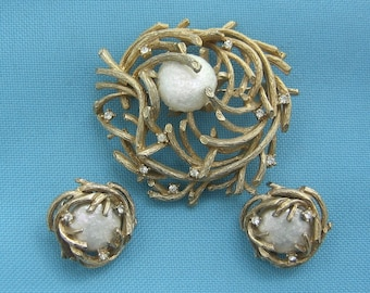 Capri Gold Tone and Faux Pearl Nest Brooch and Clip Earrings