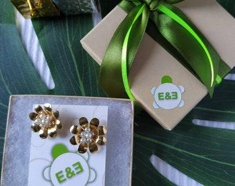 White Margarita flower earrings. Handmade. hoop earrings Everyday earrings. Christmas Gift for her