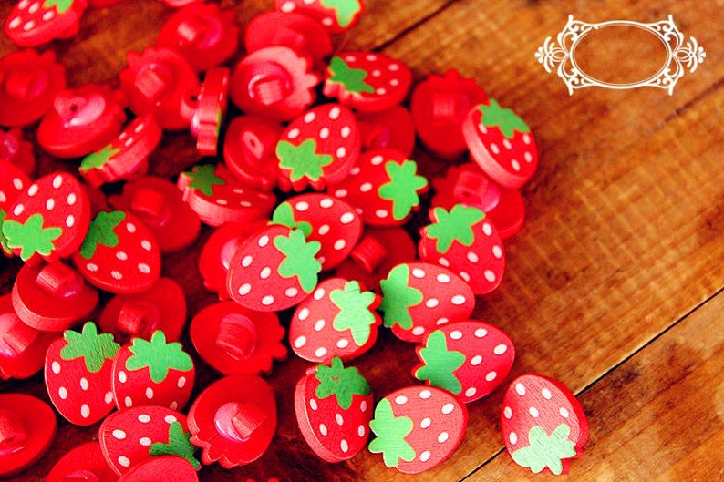 Strawberry Wood Buttons Painted Red Pink Strawberries Buttons Sewing Button b02a 20pcs