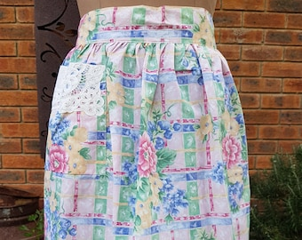 60s 70s Vintage Floral Half Apron with lace patch pocket and Tie back closure