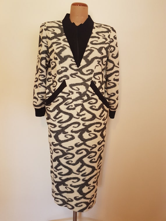 Vintage 80s Womens Dress SZ 7 Fly Over Black White Knit Fabric Fully Lined Shoulder PadsGreat 80s Shape