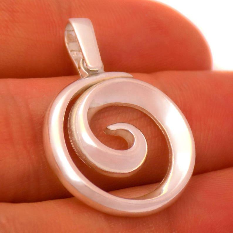 Impressive Solid Sterling Silver Round Spiral Circle Pendant 925 Hallmark Fashion Beautiful Elegant Gently Stylish Marvelous Lovely Design
