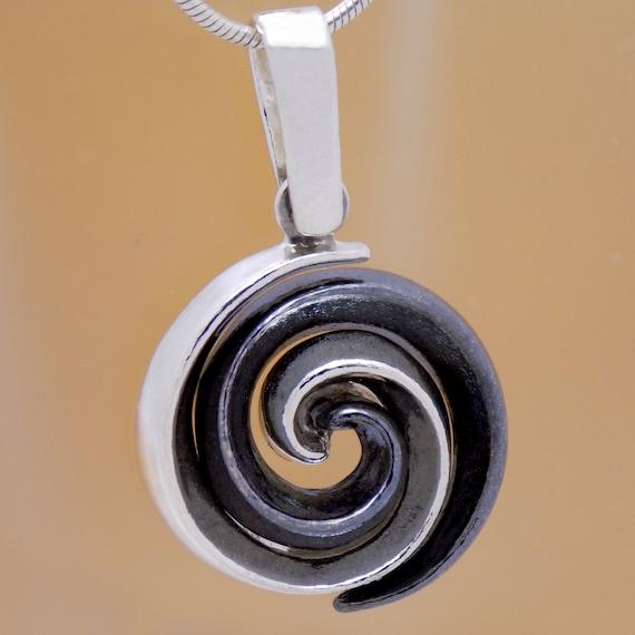 Stunning Design Solid 925 Sterling Silver Amazing Vintage Round Spiral Pendant