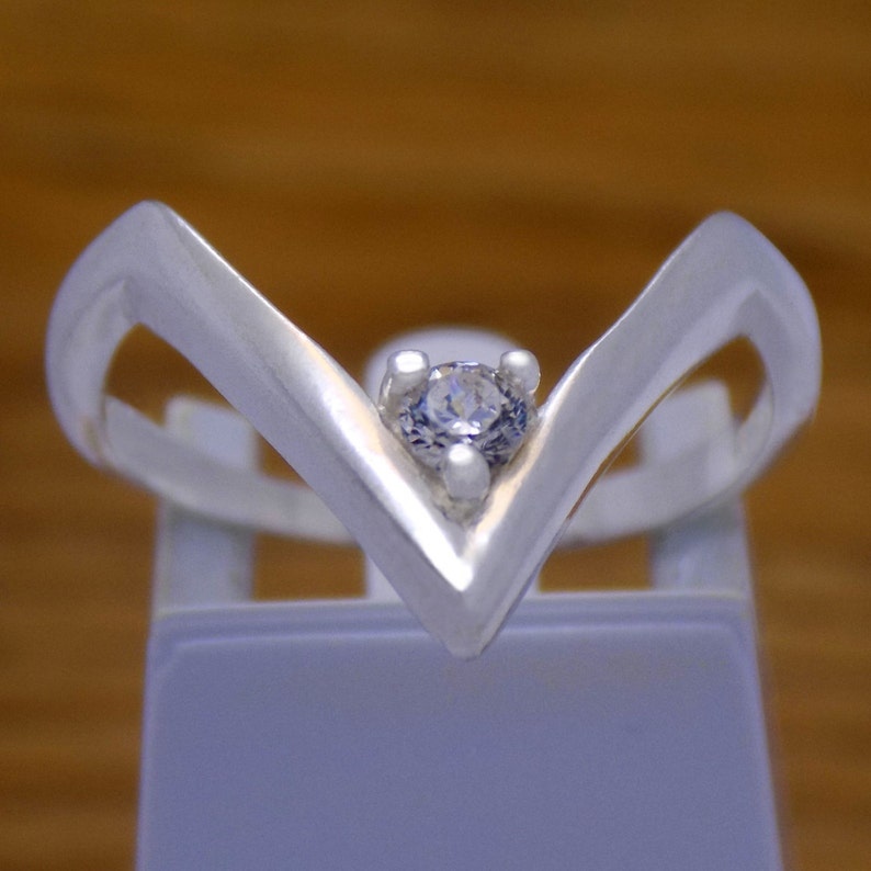Elegant Solid Sterling Silver Angle Corner Triangle Form White Cubic  Zirconia CZ Ring 925 Hallmark Fashion Gently Stylish Stunning Design