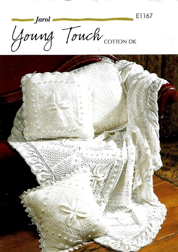 BONNET CUSHION COVER BOOTIES LACE /& BOBBLE PRAM COVER//BLANKET MITTENS SET