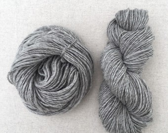 Bulky / Shetland Light Grey / Handspun Yarn Hank / British Wool / Neutral / Natural Yarn