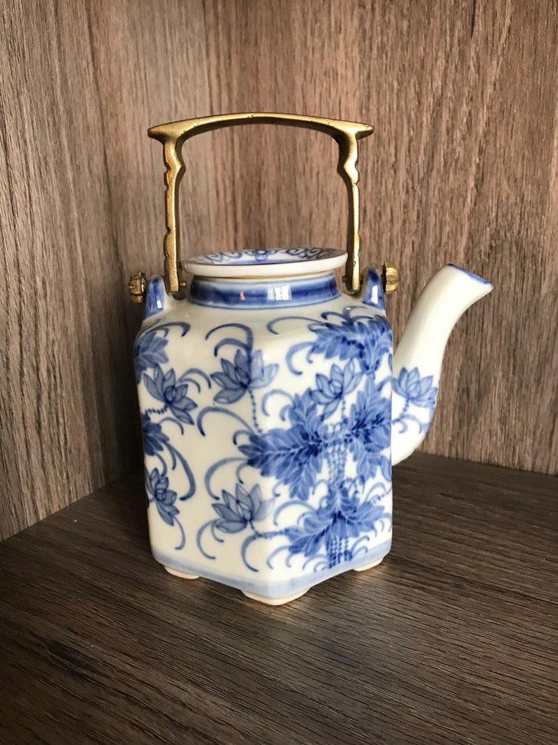 Teapot Blue and White Porcelain 16 Ounce China Coffee Pot, Hexagonal