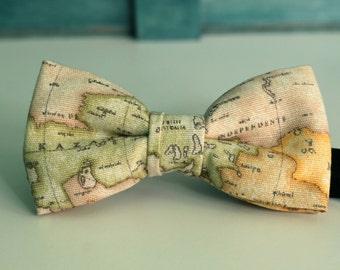 Bow 84. Mapa mundi. Pajarita hecha a mano con tela de algodón de gran calidad.