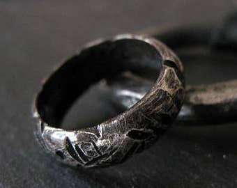 Mens Wedding Band Viking Wedding Ring Black Wedding Band Unique Mens Wedding Band Mens Wedding Ring Rustic Mens Wedding Band Wedding Rings
