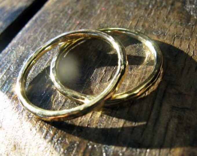 Classic Hammered 18K Gold Band
