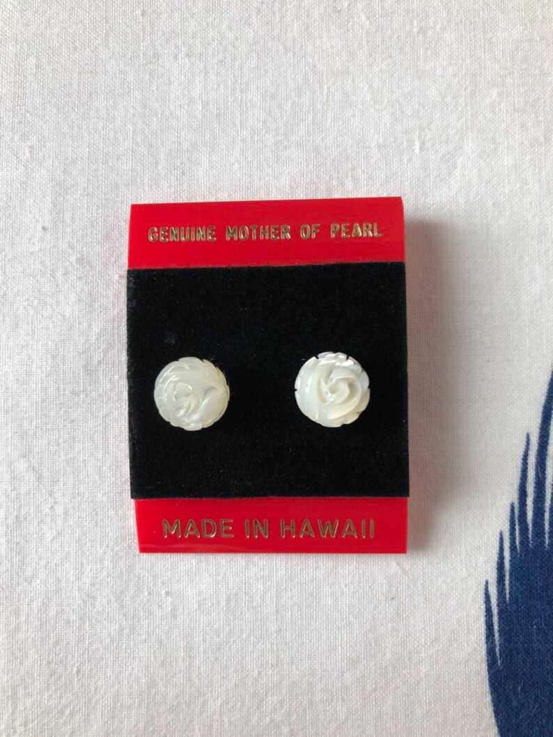 80s Hawaiian Iridescent White Mother of Pearl Carved Rose Circle Studs \u2022 Small