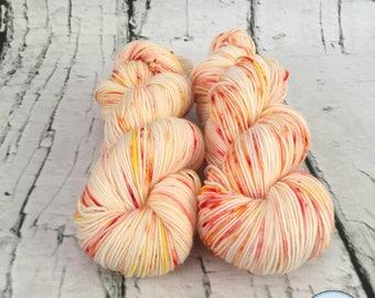 Speckled sock yarn superwash merino, nylon, Sorbet aux agrumes, orange, red, yellow, hand dyed in Quebec