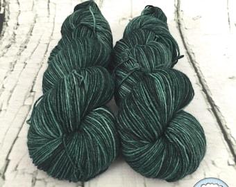Sock yarn superwash merino, nylon, Forêt boréal, dark green, green, hand dyed