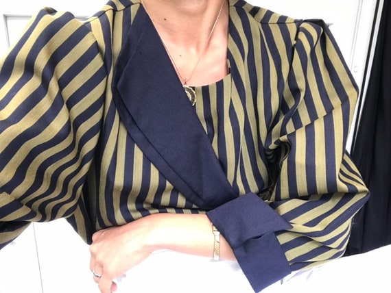 Stunning Vintage Olive Green Striped Blouse with P