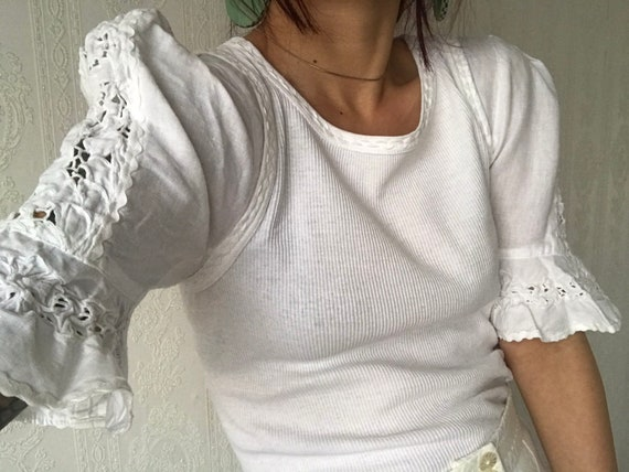 Vintage White ribbed Cotton puffed Laced Sleeve t-