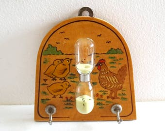 Vintage Egg-Timer Decorated with a Hen and Its Chicks - French Retro Kitchen Decor