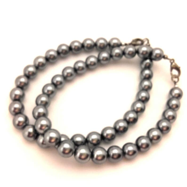Vintage Gray Metallic Faux Pearl Glass Round Beaded Bracelet 8.5  Long Lot of 1 Pcs