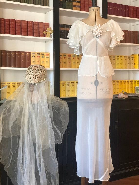 1930s ruffles sleeves white bride dress.