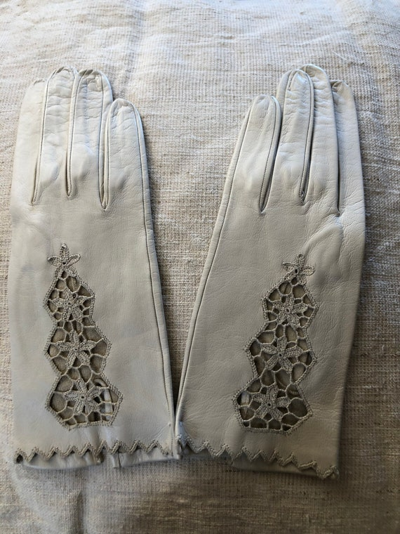 Exceptional 1950s embroidered kid leather gloves.