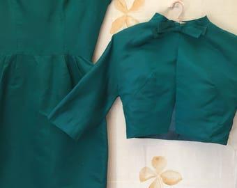 Veste et robe en soie vintage vert émeraude. costume des années 1950