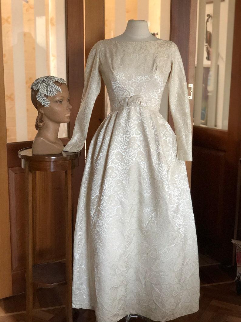 Abito sposa damasco crema anni '50 con sottogonna di tulle..