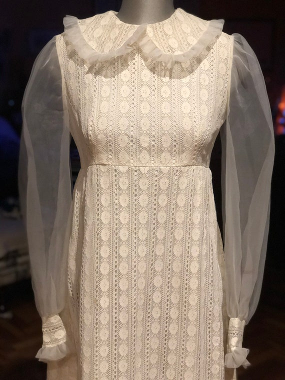 Sweet 1960s white lace and organza balloon sleeves