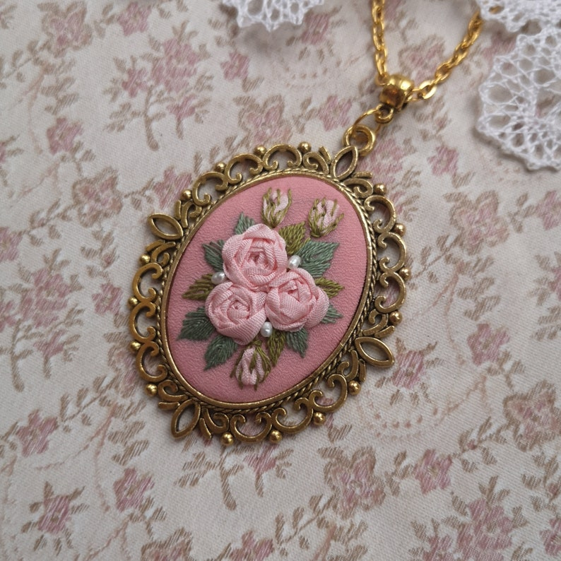 Pink roses necklace image 0