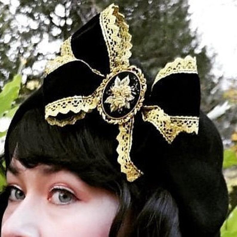 Black and golden beret image 0