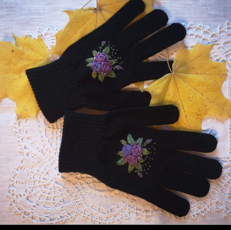 Black and purple gloves image 0