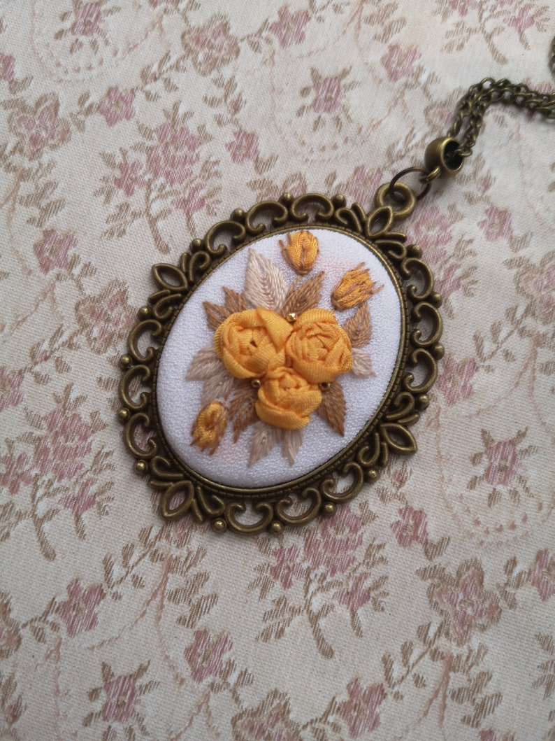 Yellow roses necklace image 0
